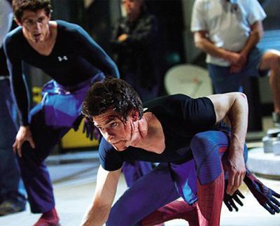 Актер Эндою Гарфилд (Andrew Garfield) и его дублер-каскадер Уильям Спенсер (William Spencer) на съемочной площадке фильма «Новый Человек-паук» (2012).