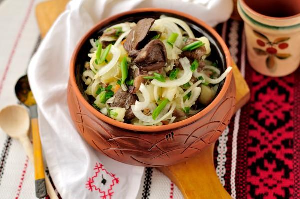 Салат деревенский с квашеной капустой