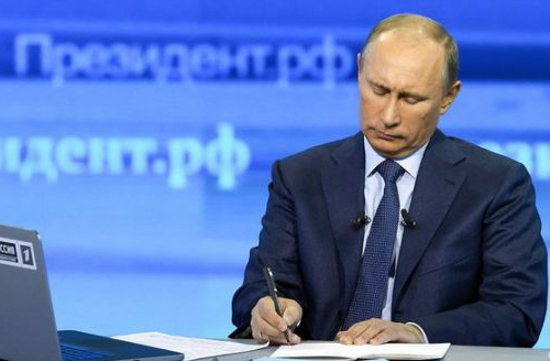 Почему Владимир Путин во все…