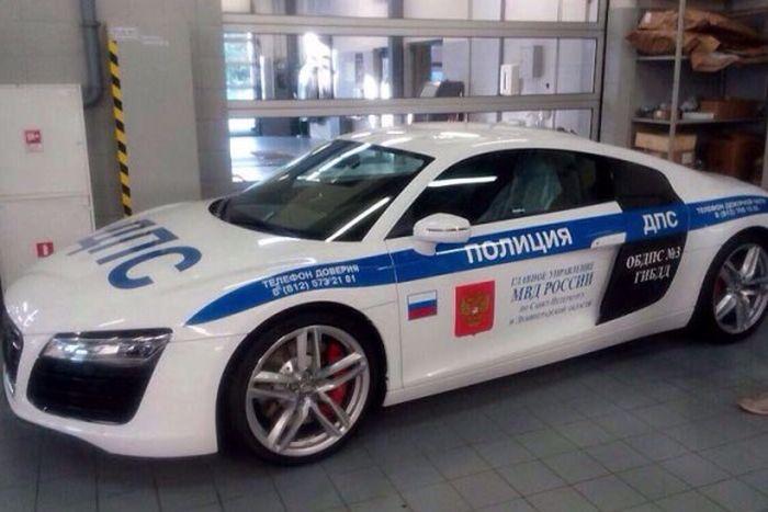 ГИБДД Петербурга обзавелась очередным спорткаром
