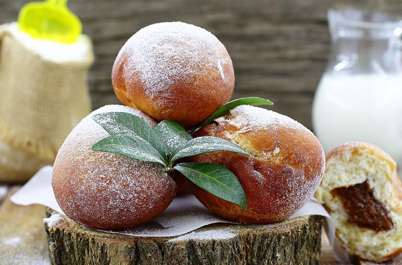 Пончики со сгущёнкой (2 фото)