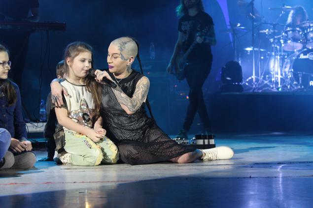 Семилетняя девочка произвела фурор на концерте Наргиз в Могилеве видео, музыка, талант