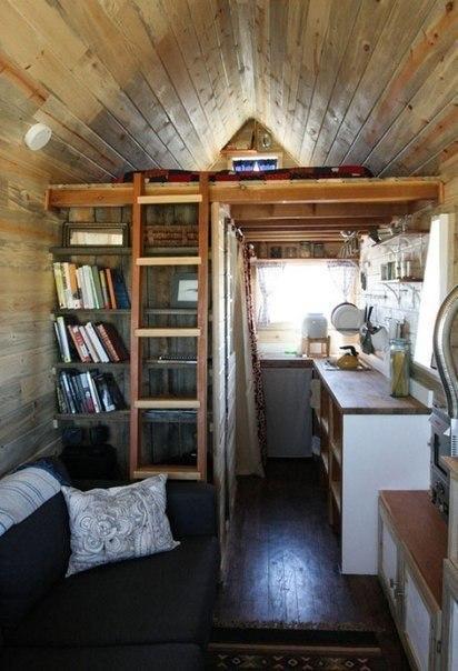 Маленький домик (11 кв.м.) со всем необходимым для жизни. Прекрасная идея для дачного участка.