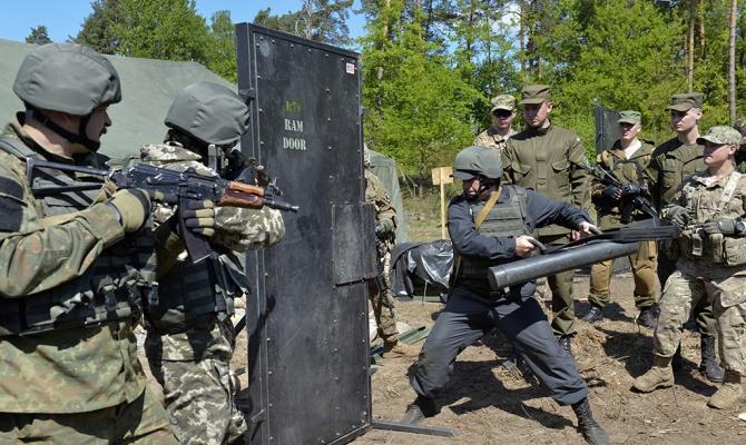 Порошенко разрешил иностранным военным проводить учения на Украине