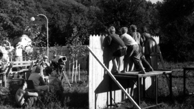 Детская комедия постоянно находилась под угрозой закрытия поэтому режиссеру Элему Климову пришлось работать в самые сжатые сроки