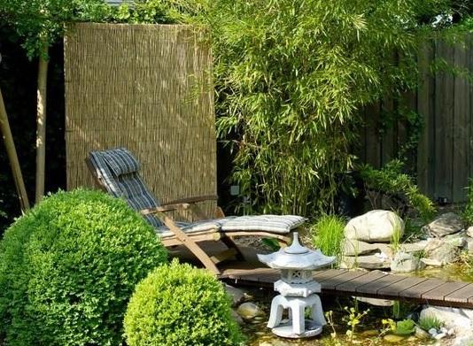 Как красиво оформить двор в восточном стиле