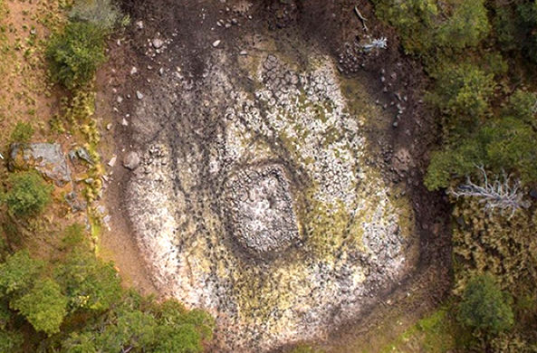На дне озера в Мексике разглядели древний образ мифического чудовища