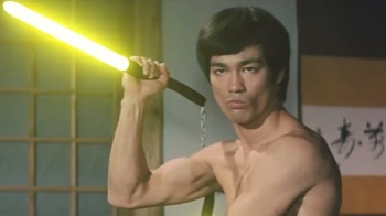 Появилось видео, как Брюс Ли сразился с противником на световых мечах