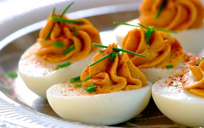 Начинки для самого простого в приготовлении блюда – фаршированных яиц
