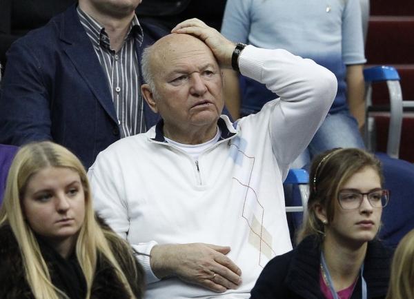 СМИ: Лужков собирается поставлять в магазины гречку под собственным брендом