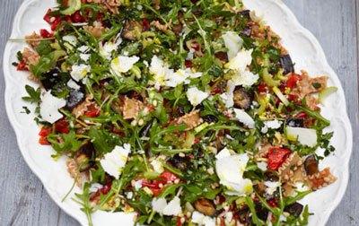 Салат с пастой и баклажанами