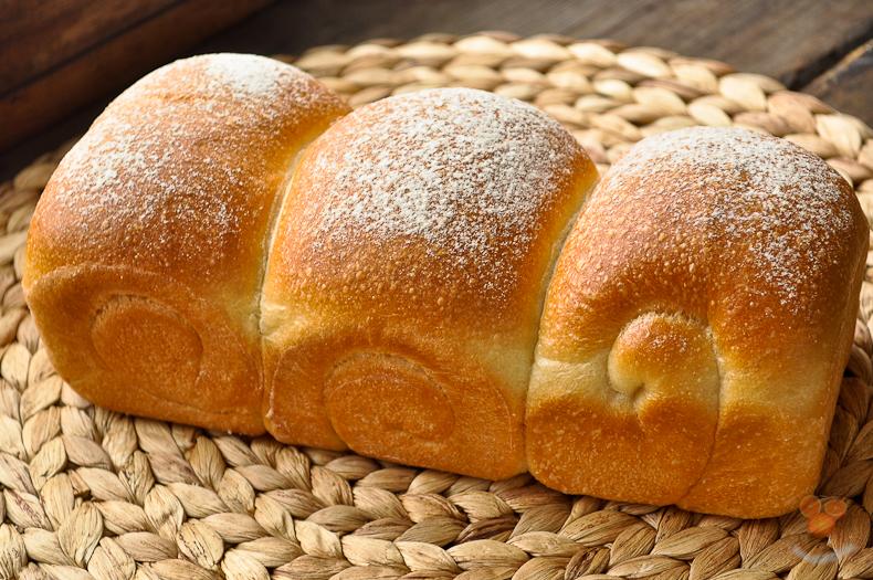 Японский белый хлеб на молоке