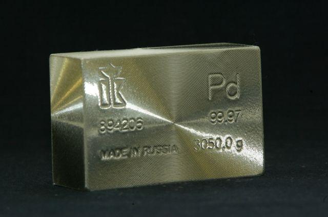 Палладий впервые за 16 лет стал стоить дороже золота