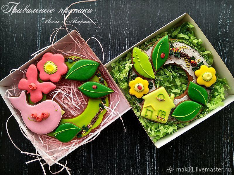 Пряничный весенний веночек в коробке.