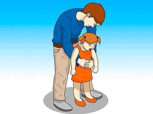 Если ребенок подавился, он может умереть. Запомните действия в опасной ситуации!