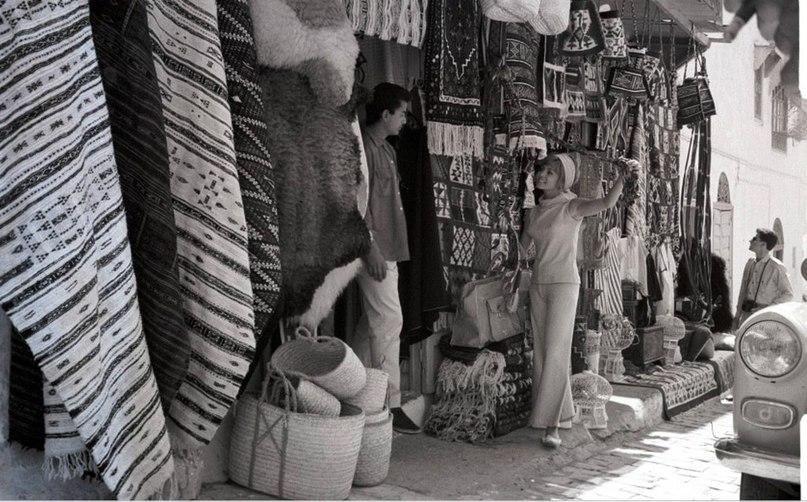 """Мишель Мерсье во время съемок """"Анжелики и султана"""". Тунис."""