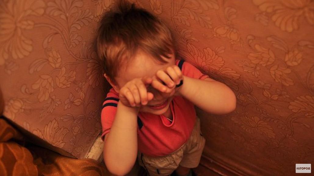 Дети,не доводите родителей! В Томске мать до смерти избила семилетнего сына за ошибки в тетради