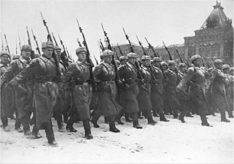 2. Парад на Красной площади. Бойцы уходили прямо на фронт, который был всего в нескольких километрах, 07 ноября 1941 года. исторические фотографии, история, фото