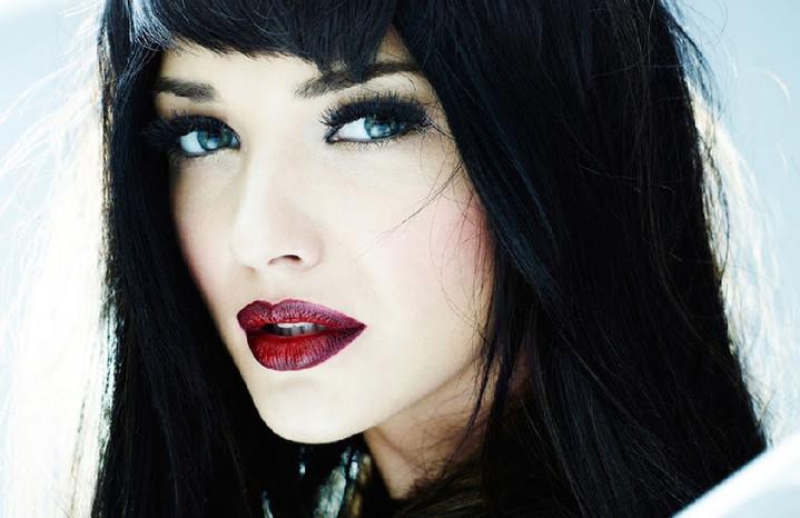 Фото макияж и черные волосы