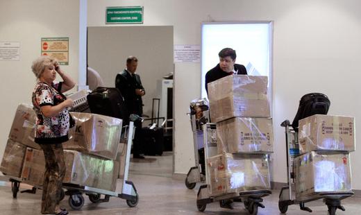В лондонском аэропорту людям выдали пиво вместо чемоданов