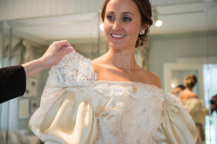 Эбигейл Кингстон решила поддержать семейную традицию и стать одиннадцатой невестой, надевшей это свадебное платье.