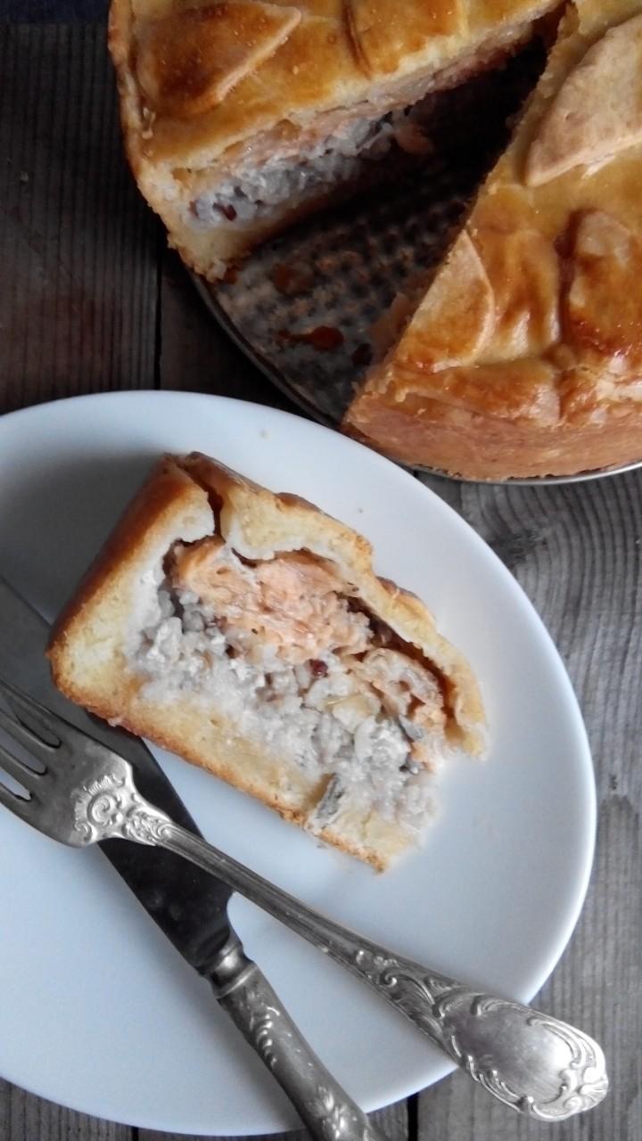 Тесто маслянно-дрожжевое , а начинка любая( у меня сегодня с рыбой и рисом)