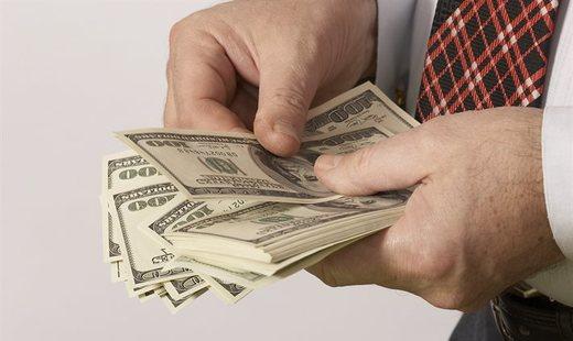 Граждане России не верят в честно заработанные миллионы