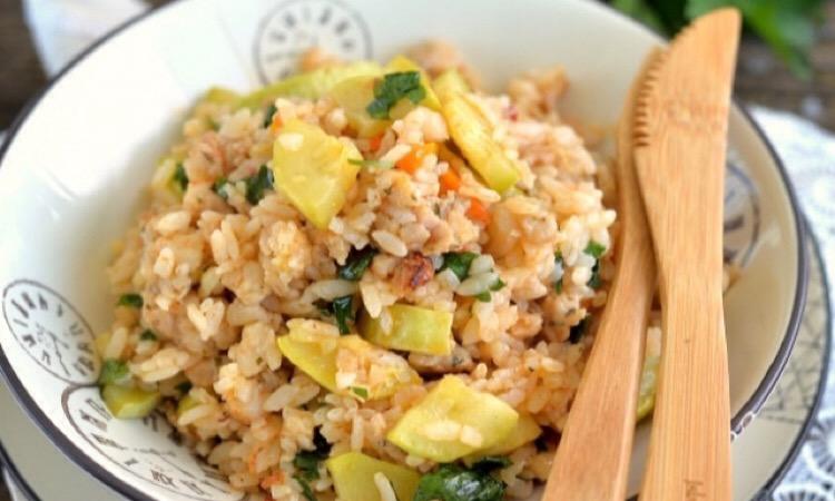 Безумно вкусное блюдо: кабачки тушеные с фаршем и рисом