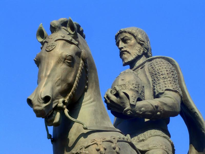 Памятник Олегу в Рязани