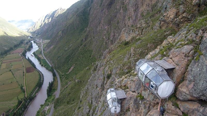 Прозрачный отель-капсула на скале, Перу