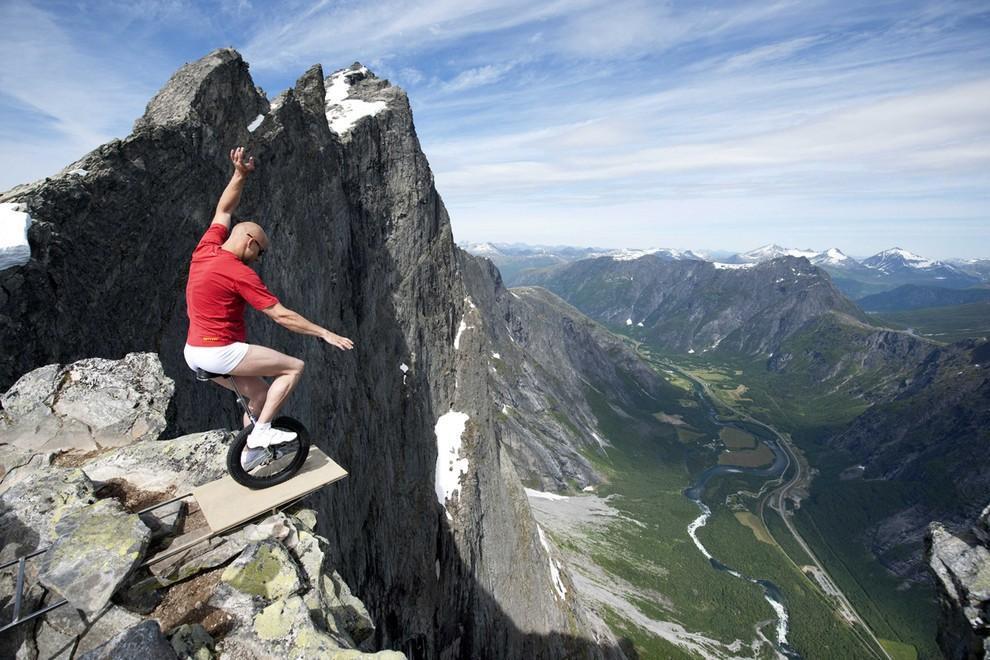 Очень смелый поступок Эскила Реннингсбаккена в Норвегии. дух, страшно, фотографии