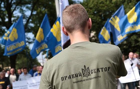 """В ЛНР обвинили """"Правый сектор"""" в вербовке детей из неблагополучных семей"""