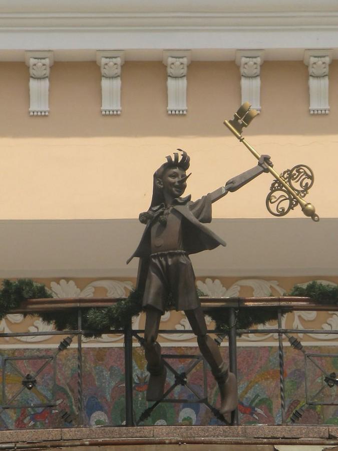 226 памятник буратино Киев