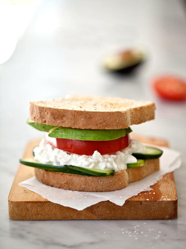 Просто…сэндвич с творогом. Очень просто.