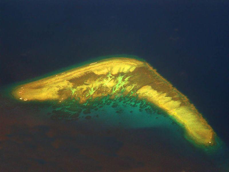 6. Остров-бумеранг, группа островов Спратли в мире, остров