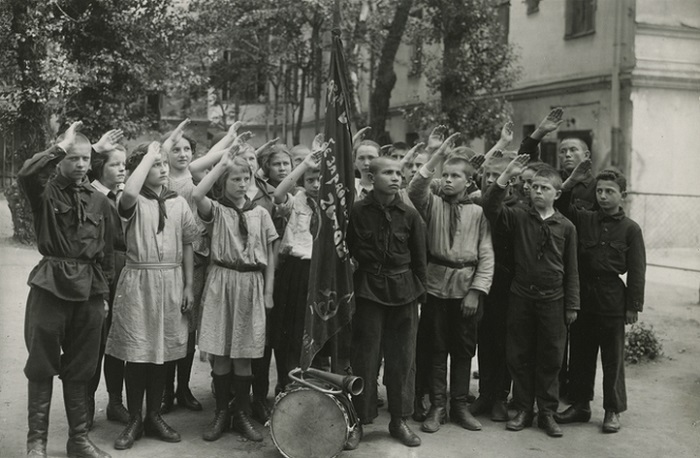 Как начинался СССР: Коллекция ретро фотографий, сделанных в первые годы после революции