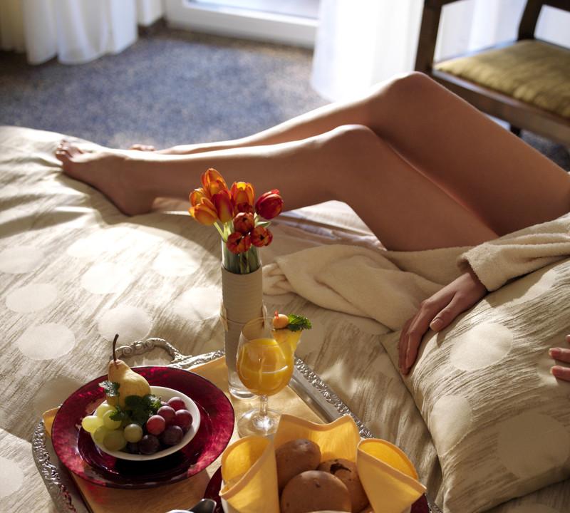 Завтрак в постель – это из романтических комедий девушки, любовь, отношения, психология, факты