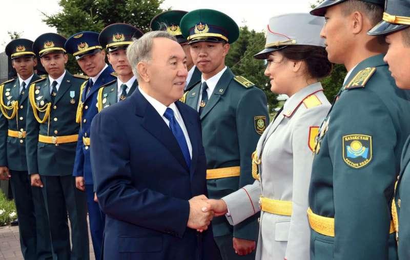 Назарбаев отменил в казахстанской армии «прусский» шаг