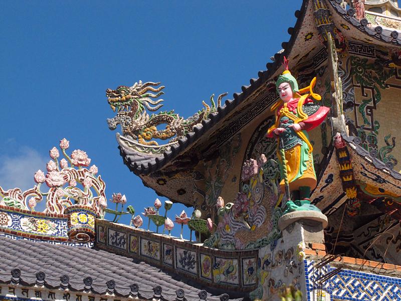 Окрестности Далата. Фарфоровый храм