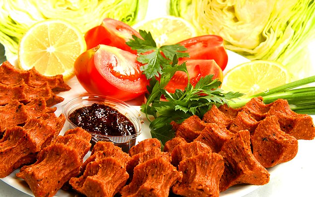 Не торопитесь поглащать закуски в турецкую ночь.