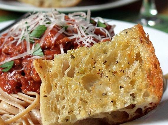Самый вкусный рецепт итальянских чесночных гренок