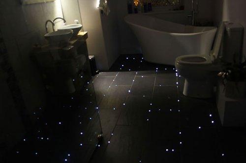 Звездное небо на полу ванной комнаты (10 фото)