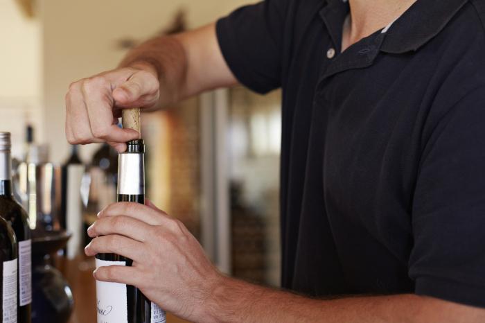 Если выпить рюмочку перед обедом, никто и не заметит. /Фото: cf.ltkcdn.net