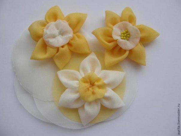 Делаем из ткани нарцисс для декора украшений