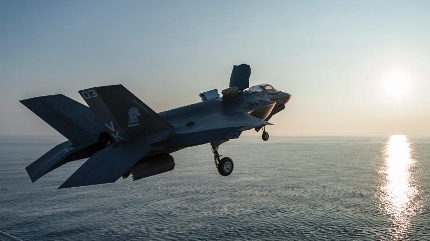 Истребитель F-35B совершил революционную посадку