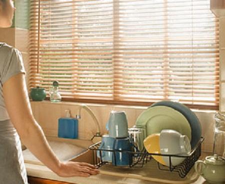 Она заметила грязное белье соседей. Но всего одна фраза мужа заставила ее умолкнуть...