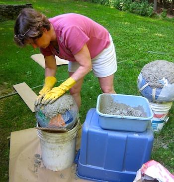 Декоративные шары из цемента для сада. Идеи и мастер-класс (47) (350x365, 71Kb)