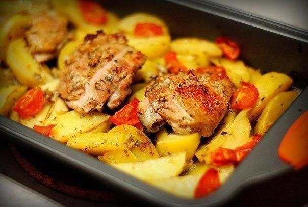 Курица, маринованная в кефире и запечённая с травами и чесноком - Любимые рецепты