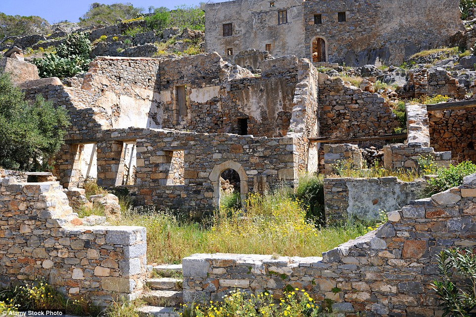 2CB89BDA00000578-3247748-Today_tourists_can_walk_around_Spinalonga_s_ruined_buildings_whi-a-8_1443510847607