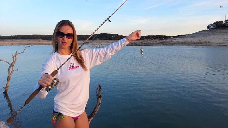 Девушка на рыбалке